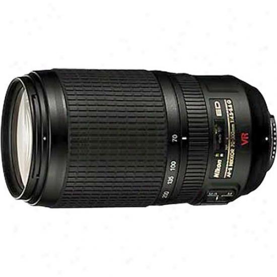 Nilon 70-300mm F/4.5-5.6g Ed-if Af-s Vr Zoom Nikkor Lens