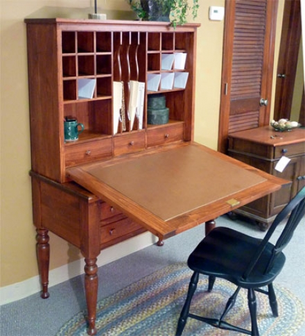 Pinne Carolina Plantation Desk With Drop-down Lid