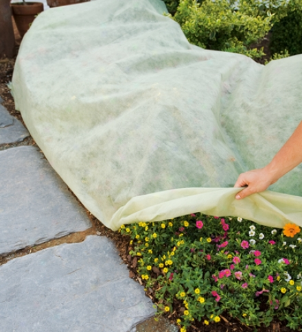 Set Of 2 Lightweight Breathable Polypropylene Plant Sheet Covers
