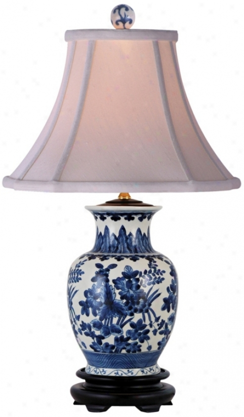 Floral Livid And White Oval Porcelain Vase Footed Table Lamp (n1975)