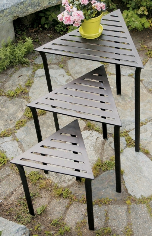 Set Of 3 Triangular Indoor Outdoor Netsing Tables (m7953)