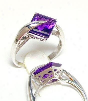 Elegant Princess Amethyst Moddern Ring