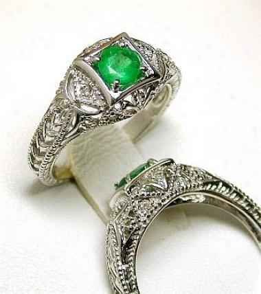 Round Emerald & Diamone Antique Ring