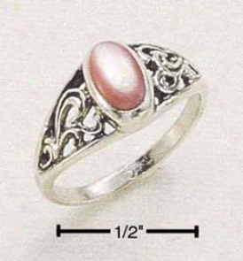 Sterlig Silver Small Scrolled Ring With Oval Pink Mussel