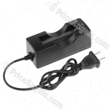 Single 18650 Lithium Battery Charger (black)