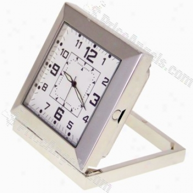 Usb Rechargeable 5.0mp Pin-hole Spy Av Camwra Disguised As Working Desktop Clock (tf Card Slot) - Silver