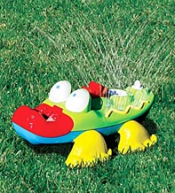 "19-1/2"" Squirtin' Gator Lawn Sprinkler"