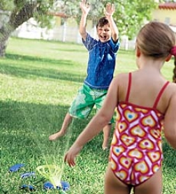 Interactivve Backyard Splzsh-a-dunk Water Game With 3 Toss Bags And Target Sprinkler Attachment