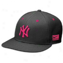 Yankees Nike Air Jordan 6 Snapback Cap - Mens - Black/red