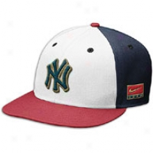 Yankees Nike Ai Jordan 7 Snapback Cap - Mens - White/navy/red